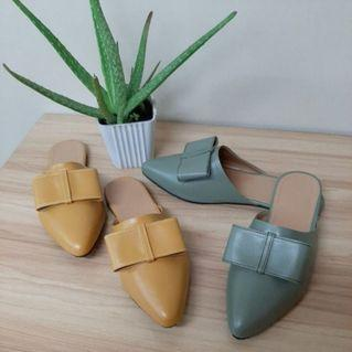 💐Ladies Fashionable mules halfshoes slipon sandals for only php249