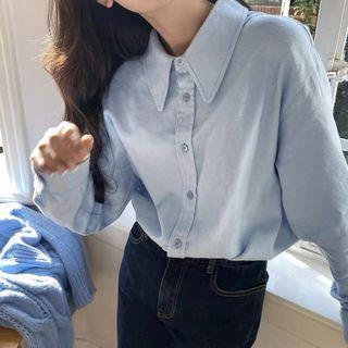 水藍色尖領襯衫