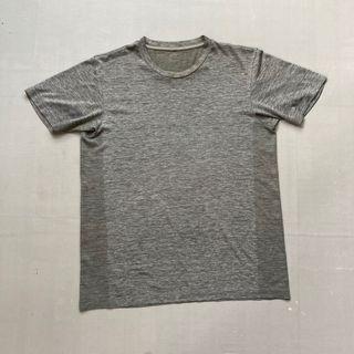 Kaos tshirt uniqlo grey/ abu size L dry fit bagus murah