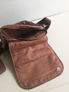Sling bag kulit levis
