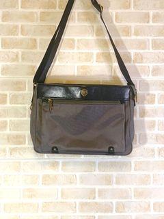 The89都會型休閒側背包包 附防塵袋 專屬