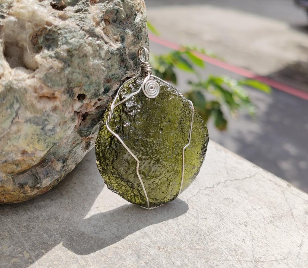 老珍藏能量礦石捷克隕石大顆吊墜~捷克隕石能量極強~可避邪~帶來好運的幸福寶石~增強信心及喜悅的能量