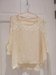 鏤空蕾絲雪紡米黃上衣