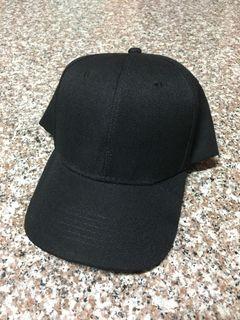 黑色鴨舌帽