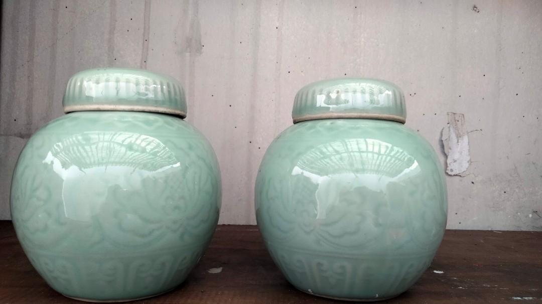 Guci keramik celadon