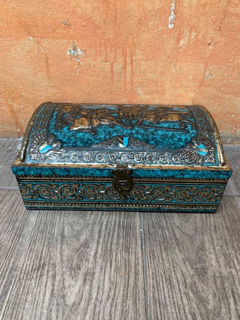 Kotak kaleng eropa vintage jadul