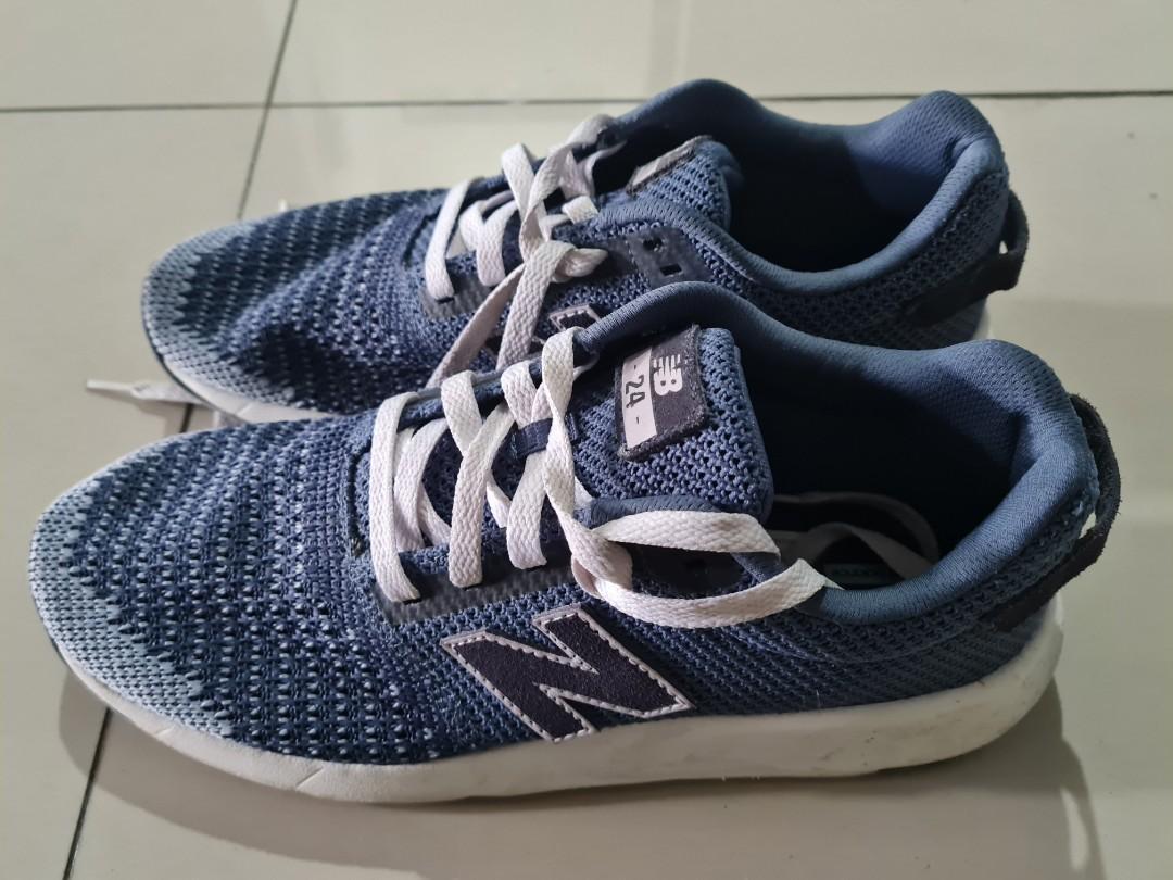 Sepatu Sneakers Pria merk New Balance Size 42