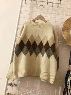 米白三色菱格柔軟毛衣