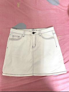 Caco牛仔車線米白短裙