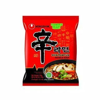NONGSHIM SHIN RAMYEON RAMYUN RAMEN SPICY MUSHROOM MIE INSTAN KOREA HALAL 120 GRAM