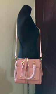 🌸Pink 2-way bag with front pockets