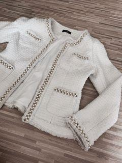 White Knitted tweed blazer with pearls