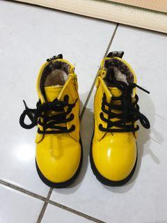Yellow boots for kid preloved like NEW
