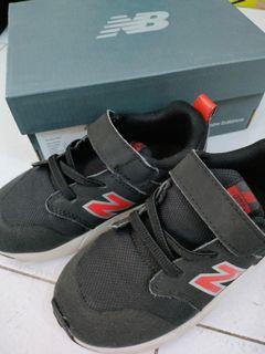 New balance sepatu anak (16cm insole)