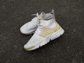 Nike air presto flyknit ultra triple white