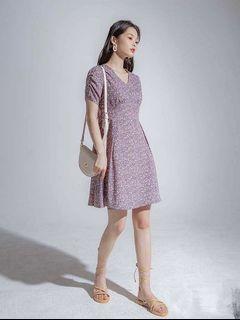 全新轉賣 V領肩抓皺後拉鍊A字碎花短洋裝 短袖花朵短洋 紫色M