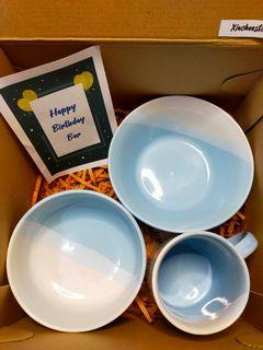 Hampers Cantik Piring, Mangkok dan Mug Keramik Warna Biru