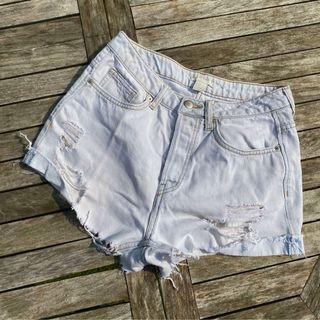 Lightwash denim shorts (H&M)