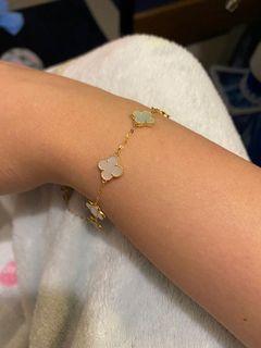 VCA bracelet in 18 karat gold 9mm in diameter