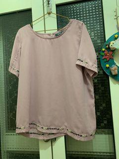 全新粉紫刺繡小花上衣