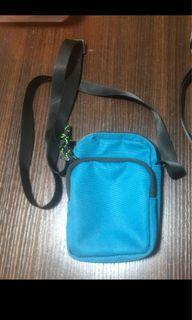 $25一個 綠色斜孭袋(英國買.只用過一次.新舊如圖)