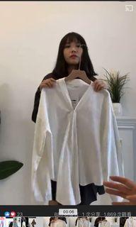 (畢業搬家出清 6 /6全部都會丟掉)living room小客廳白色三穿襯衫