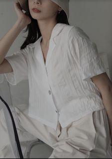 正韓🇰🇷 貝殼釦白色皺皺上衣 Queen shop類似款