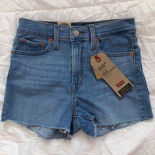 levi's ribcage denim shorts in midwash blue, size 26