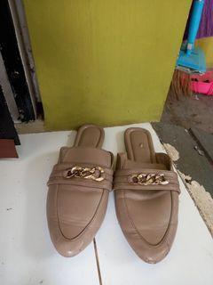 Slip shoes wanita besar