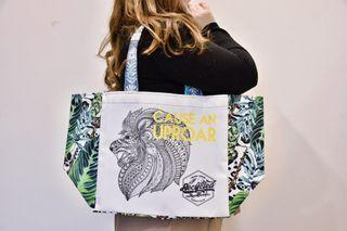 需要多一個購物袋採買物資在家防疫嗎? 南非進口 家庭代工  獅子環保購物袋 回收塑膠材質製成 美觀耐用 獨一無二
