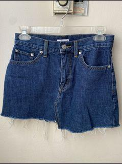 Aritzia Jean skirt size 0
