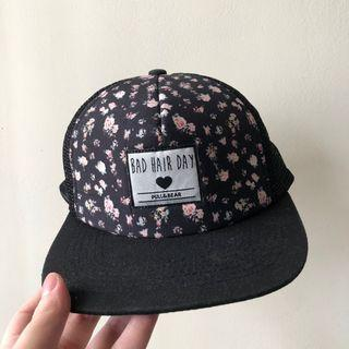 Topi hitam pull & bear
