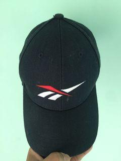 Topi rebook warna navy