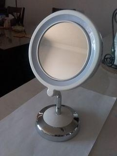 Conair True Glow Two-sided mirror with LED lighting