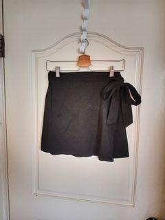 黑色側綁帶後鬆緊棉質短裙