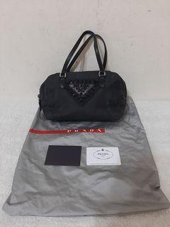 七成新~ PRADA 保證正品 黑色尼龍 帆布 手提包 --- 附原廠保證卡 環保袋 鎖 ---