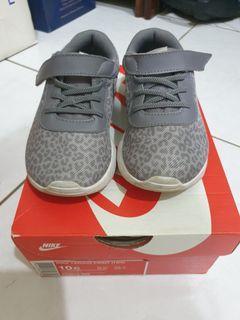 Preloved Shoes Nike Tanjun Print