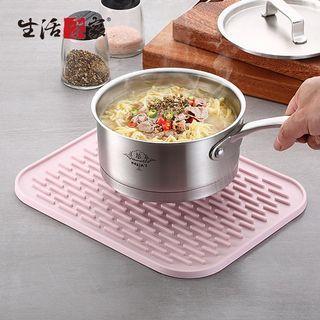 ☆免運費☆全矽膠方型瀝水隔熱墊(大) 冷飲熱飲 餐桌防滑餐墊(顏色隨機出貨)#54023
