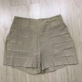 Cream Ruffle Pants / Celana Pendek Karet