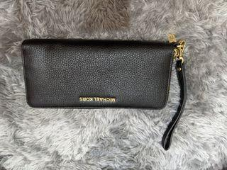 Michael kors wallet hitam 💯% Authentic  like a new