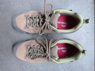 Sepatu gunung Kathmandu Women