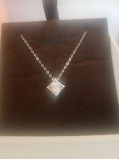 18k white gold necklace with diamond pendant