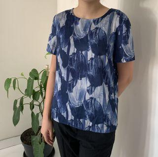 H&M - Blue abstract top