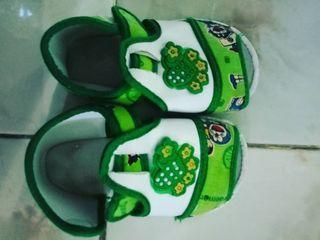 Sepatu baby Doraemon