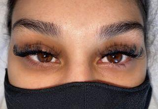 Volume Full Set Eyelash Extensions