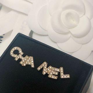 保留)原價17000 Chanel 字母不對稱耳針式耳環熱門款淡金色