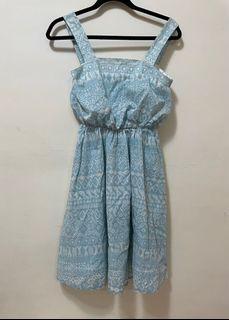 日牌天空藍吊帶印花連衣裙