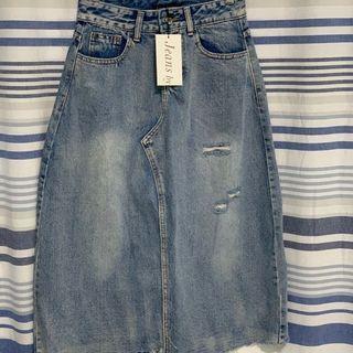QUEEN SHOP 全新品 口袋刷色 下擺鬚鬚 不規則後開衩 刷破牛仔長裙 size S