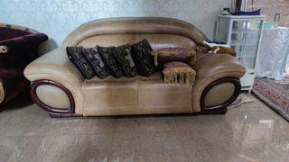 Satu set sofa kulit bermeja marmer dan kulit