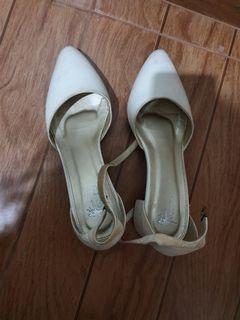 Sepatu putih coppelia